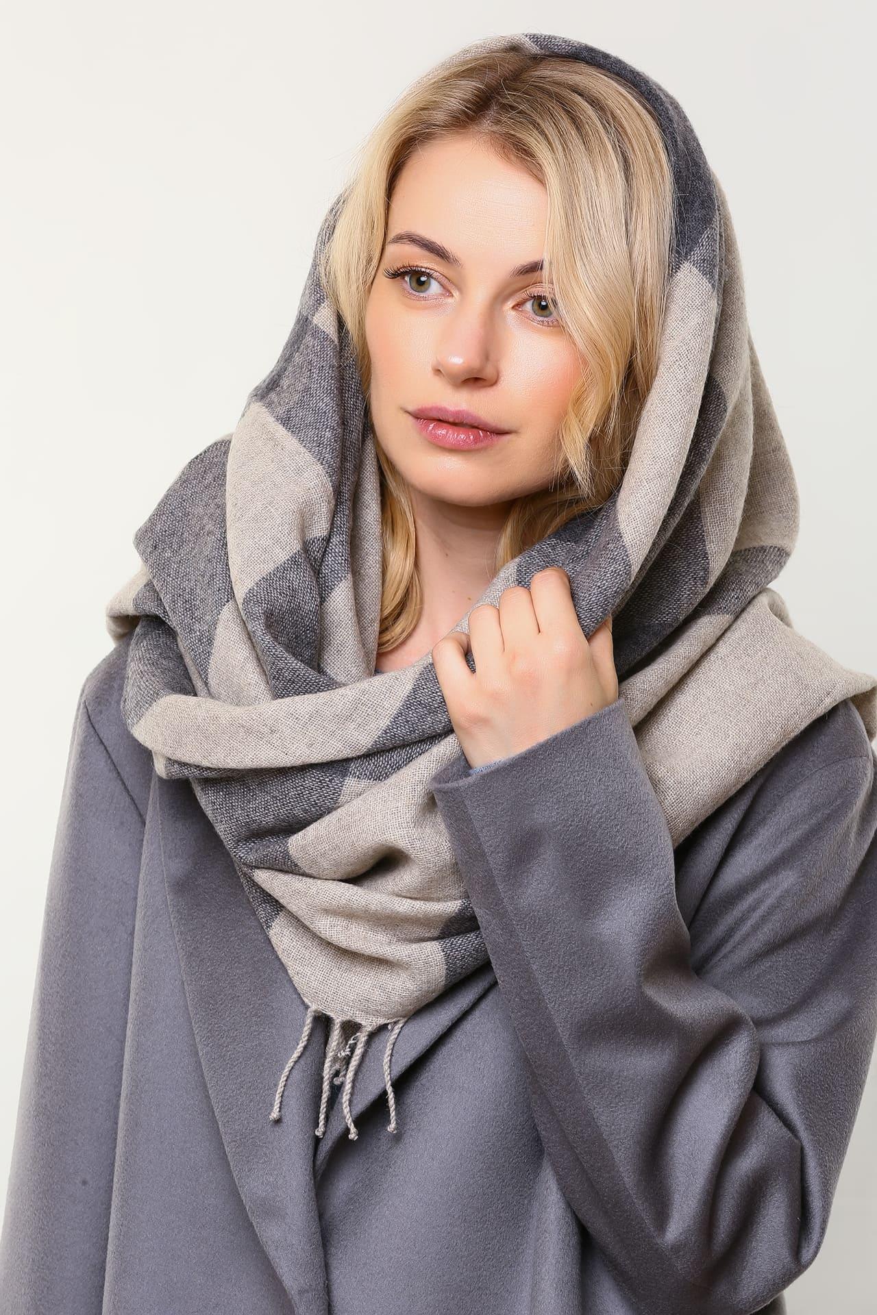 Шерстяной платок с бахромой